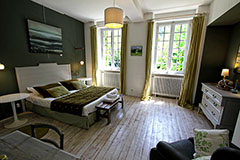 Green Bedroom at la Haute-Flourie,  Bed & Breakfast in Saint-Malo