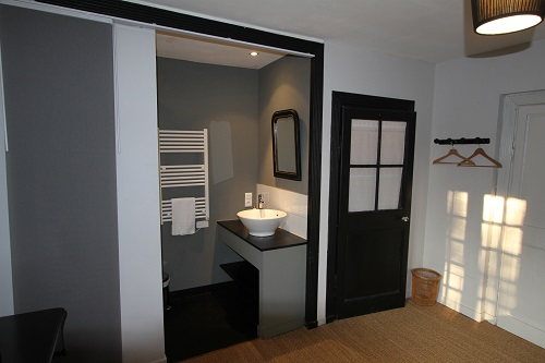 Bathroom of the Parme Bedroom